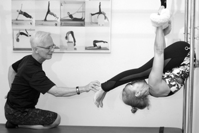 Catarina Palma Pilates on the cadillac with Michael Fritzke in the Pilates Studio Palma Personal Training Den Haag