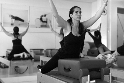 Cristina Laursen in the Pilates Studio Palma Personal Training Den Haag  on the reformer